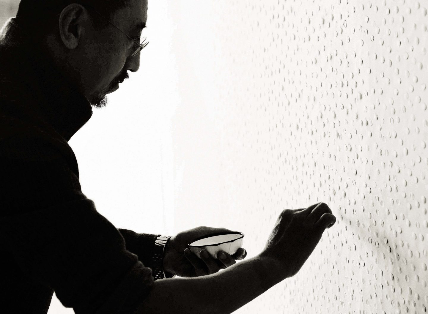 Zhang Yu making a Fingerprints work in Beijing, 2007. Photo courtesy of the artist.