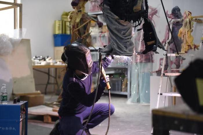 Jin Shan working in his studio. Photo courtesy of the artist.