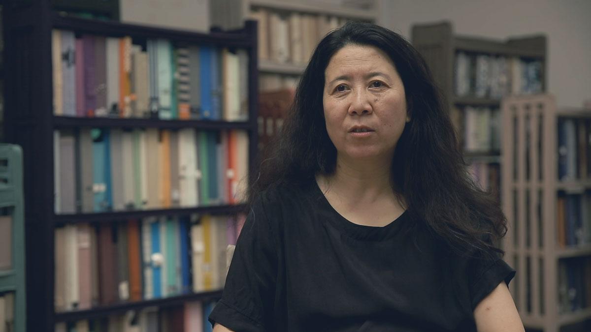 Still from Smart Museum artist interview with Yin Xiuzhen